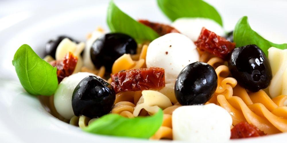 Ricetta pasta fredda olive pomodorini e mozzarella